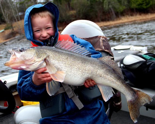 Ice reports minnesota fishing reports april 2012 for Rainy river fishing report